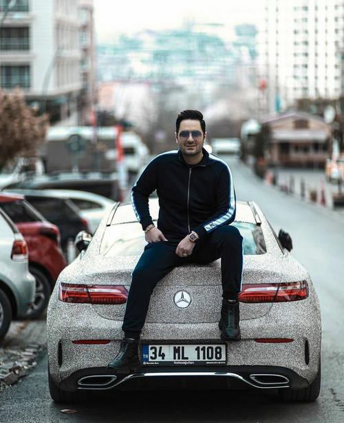 آدرس پیج اصلی این خواننده ایرانی چیست؟