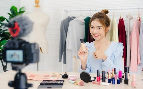 چه کسانی بهترین وبلاگ نویسان در زمینه وبلاگ نویسی زیبایی هستند؟